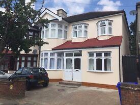 One Eu-suite bedroom/Studio available near Redbridge Station