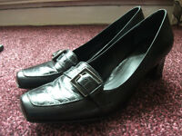 WOMENS SHOES SIZE 8 HARDLY WORN AS NEW, BLACK, HEELS