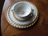 Clarice Cliff Miniver Rose 27 piece dinner service - Lovely Christmas present