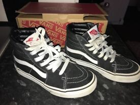 Kids unisex vans size 1 barely worn