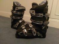 Womens intermediate ski boots. Lange V8 Softech. Size 4.