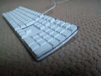 Apple Keyboard - Wired ( USB) - Spanish QWERTY with numerical keypad