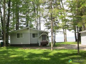 $462,000 - Cottage for sale in Dunrobin