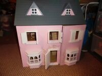 Mint condition wooden Dolls House with opening roof and front, and windows/door