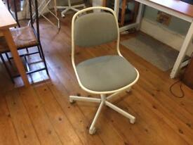 Desk chair (grey & white)