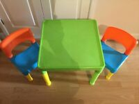 Small plastic table and 2 chairs
