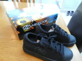 HEELYS X2. SKATE SHOES SIZE 2. AS NEW BOXED WITH ACCESSORIES