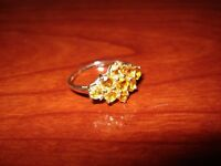 BEAUTIFUL YELLOW SAPPHIRE 9CT GOLD AND DIAMOND RING SIZE N