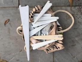 Assorted Spur International metal shelving brackets
