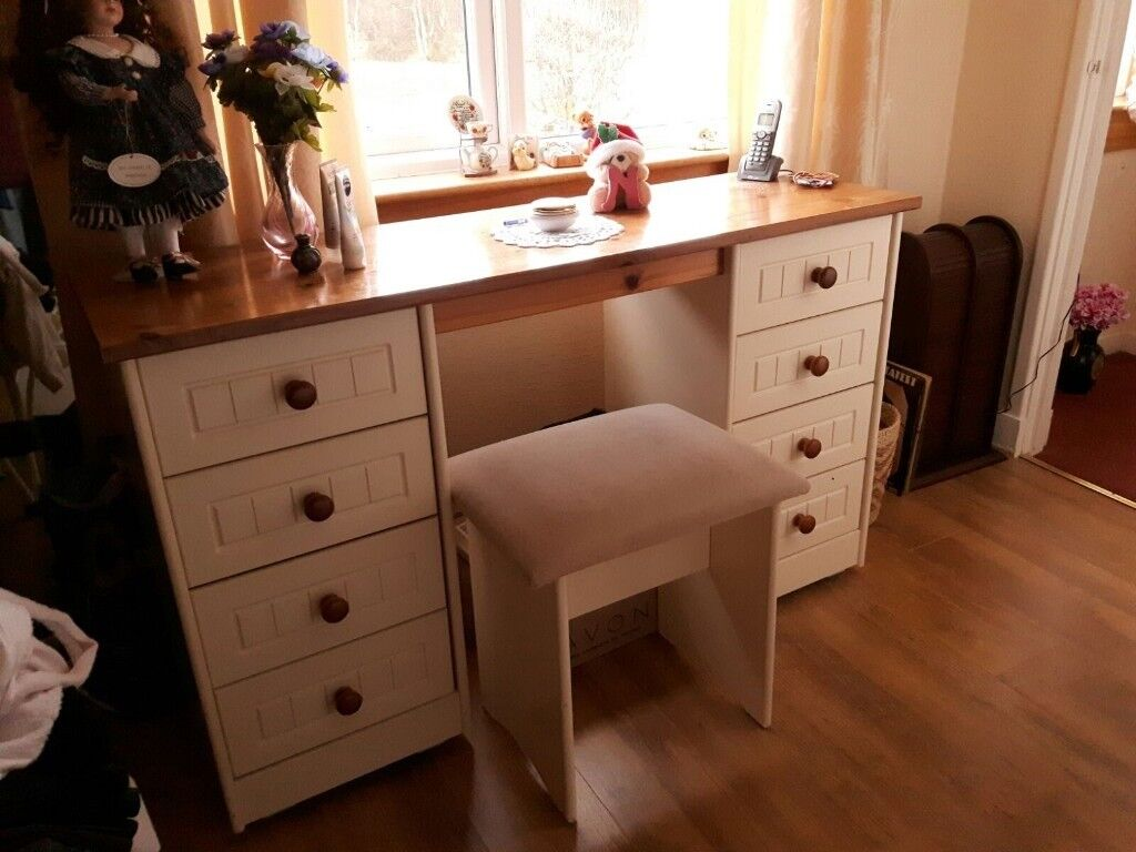 Dressing Table With Side Drawers And Stool In Perth