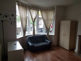 CLEAN AND TIDY DOUBLE ROOM TO LET IN HENDON!