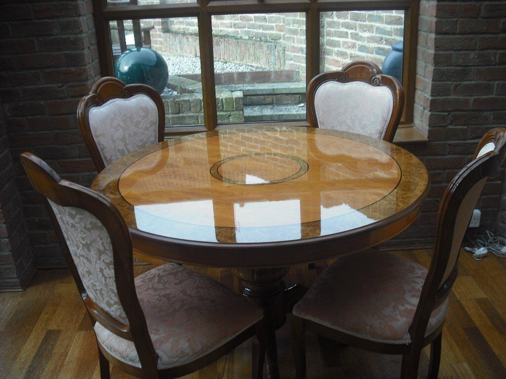 Lovely polished dining table and 4 upholstered chairs in dusty pink.
