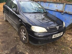 Vauxhall Astra black 1.6 petrol manual breaking for parts / spares