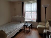 (9.4B) Well Furnished Double room in Heart of the City Bow - 3 mins Bow Church