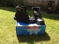 Safety boots size 8 brand new