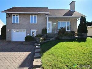 349 000$ - Maison à paliers multiples à vendre à Chicoutimi Saguenay Saguenay-Lac-Saint-Jean image 2