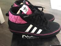 Adidas nizza black /pink size 5