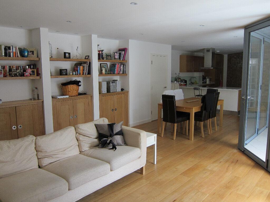 Superb 3 bedroom flat in secure courtyard in Stoke Newington London N16 9HS