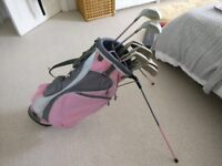 Ladies Golf Club Set: Full set of clubs and bag