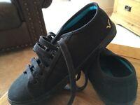Black VOI Jeans Shoes - size 5.5 (seem smaller than 5.5)