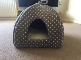 Cat igloo bed