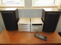 Technics HiFi stereo system and speakers. Model SE-CA301