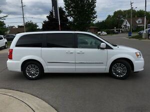 2016 Chrysler Town & Country Touring L Pwr.Sliding Doors|Heated  Peterborough Peterborough Area image 6