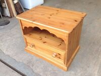 SOLID PINE WOOD TV CABINET WITH DRAWER ~~ 70cm WIDE ~~ MAY DELIVER WEST MIDLANDS