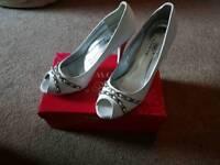 White Clowse High Heels
