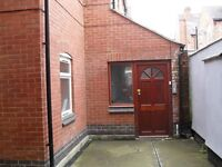 2 BEDROOM FLAT TUDOR ROAD - WE ARE LANDLORDS NOT AGENTS - NO DEPOSIT