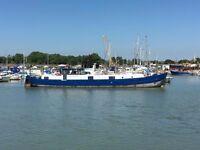 Static Dutch Barge - Initio