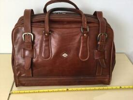 Beautiful Vintage i Santi Genuine leather hold-all luggage.