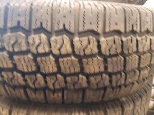 4 pneus d'hiver 175/70/13 Roadhandler Ice and Snow. 50% d'usure , mesure 10-9-7-6/32.