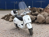 STUNING VESPA GTS 125i.e. WITH TOP BOX AND FRONT SCREEN SUPERB CONDITION 2009