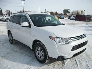 2014 Mitsubishi Outlander ES | Power Options | Low Km's |