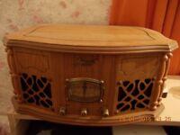 PHONOGRAPH TURNTABLE & RADIO (New / Un-boxed) AEW7475