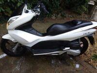 White Honda PCX 125 Moped. 1 Owner, Full service History. Needs lock fixing