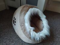 Minou Trixie Den for cats, cat bed HARDLY USED