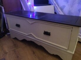 Large draw chest, white and black