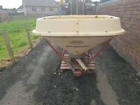Tractor pto driven wagtail fertiliser spreader