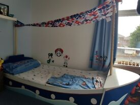 Single pirate ship bed with accessories
