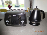 DeLonghi Kettle and 4 Slice Toaster in Matt Black and Chrome set
