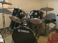 Yamaha Gigmaker DRUM KIT - 5 drums, 2 cymbals with stands, kick pedals and stool - great condition.