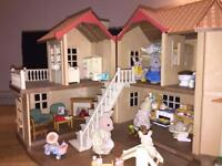 Sylvanian families-Beechwood hall-furnished-house accessories and rabbit family
