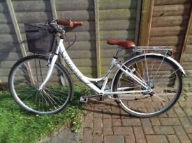 CLASSIC VITESSE LADIES CITY/TREKKING BIKE USED VERY LITTLE VGC