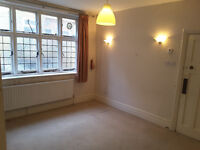 1 or 2 lodgers wanted for a spacious triple room and a sitting room in Streatham Hill area