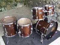 Pearl 80s BLX walnut lacquer finish - 5 drums, excellent condition.