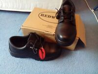 Mens redwood safety shoes new in box size 11