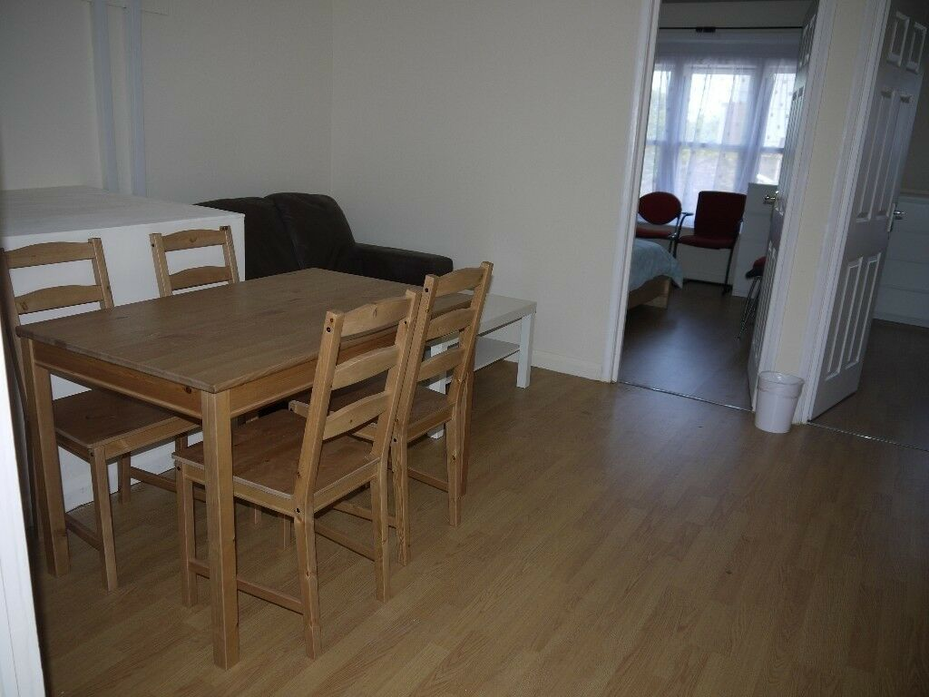 SUPERB NEWLY REFURBISHED 2 BEDROOM APARTMENT IN WHITECHAPEL *DSS ACCEPTED*