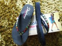 ladies skecher flip flops